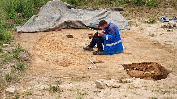 Ausgrabung eines neolithischen Grubenhauses
