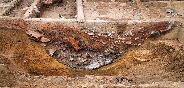 Kalkbrennofen im archäologischen Profil