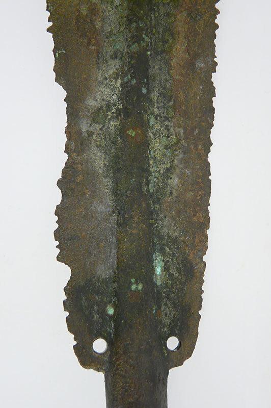 Blatt einer bronzenen Lanzenspitze mit intentional zerstörten Schneiden