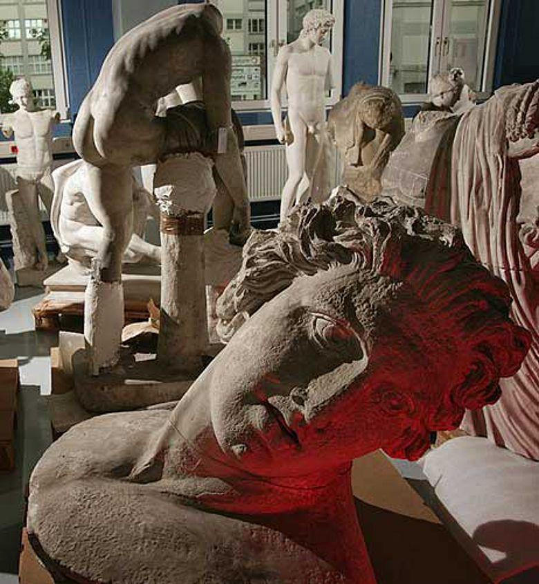 284 Gipsabgüsse antiker Plastiken kehren aus Berlin zurück an die Universität Jena. (Foto: Jan-Peter Kasper/FSU)