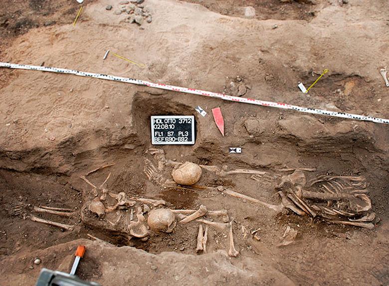 Mittelalterliche Bestattungen auf dem Niendorfer Kirchhof.