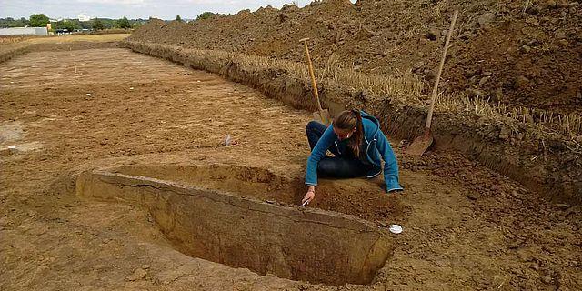 Eine der beiden neuen, langschmalen linienbandkeramischen Gruben in Werl