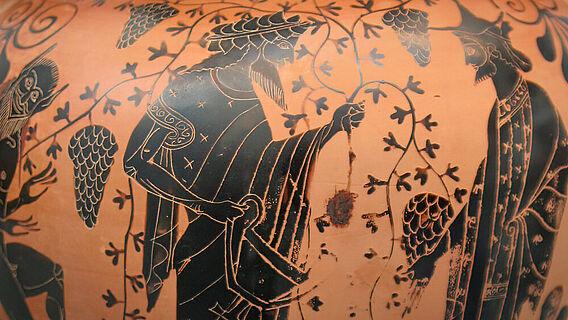 Griechische Vase aus Attika um 550 - 520 u.Z. Dionysos im Gespräch mit Hermes inmitten von Weinreben