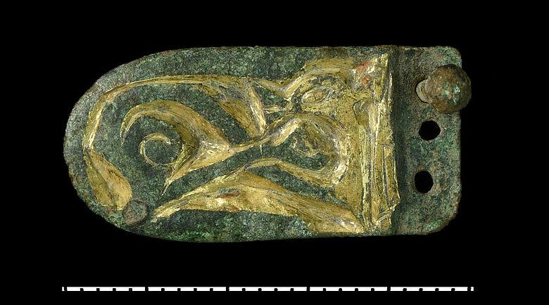 Karolingerzeitliche Riemenzunge mit Tierstilverzierung