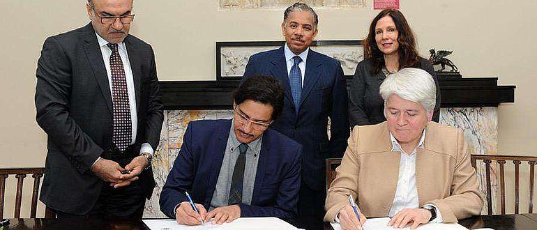 Sheikh Hassan bin Mohammed bin Ali Al Thani und Prof. Friederike Fless