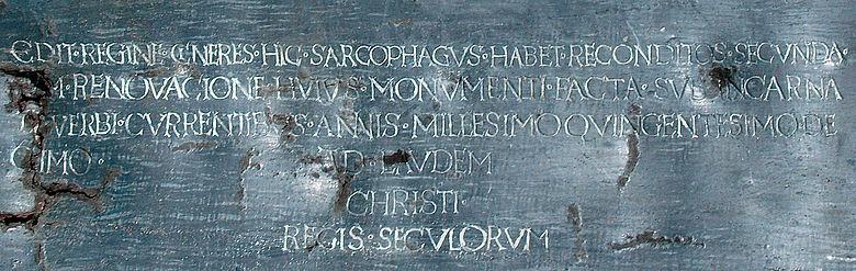 Inschrift auf dem Sargdeckel