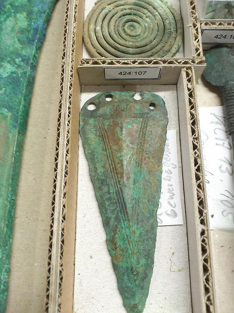 Verzierter Bronzedolch aus Männergrab