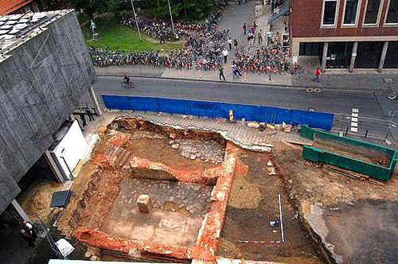 Die Grabung vor dem LWL-Landesmuseum von oben