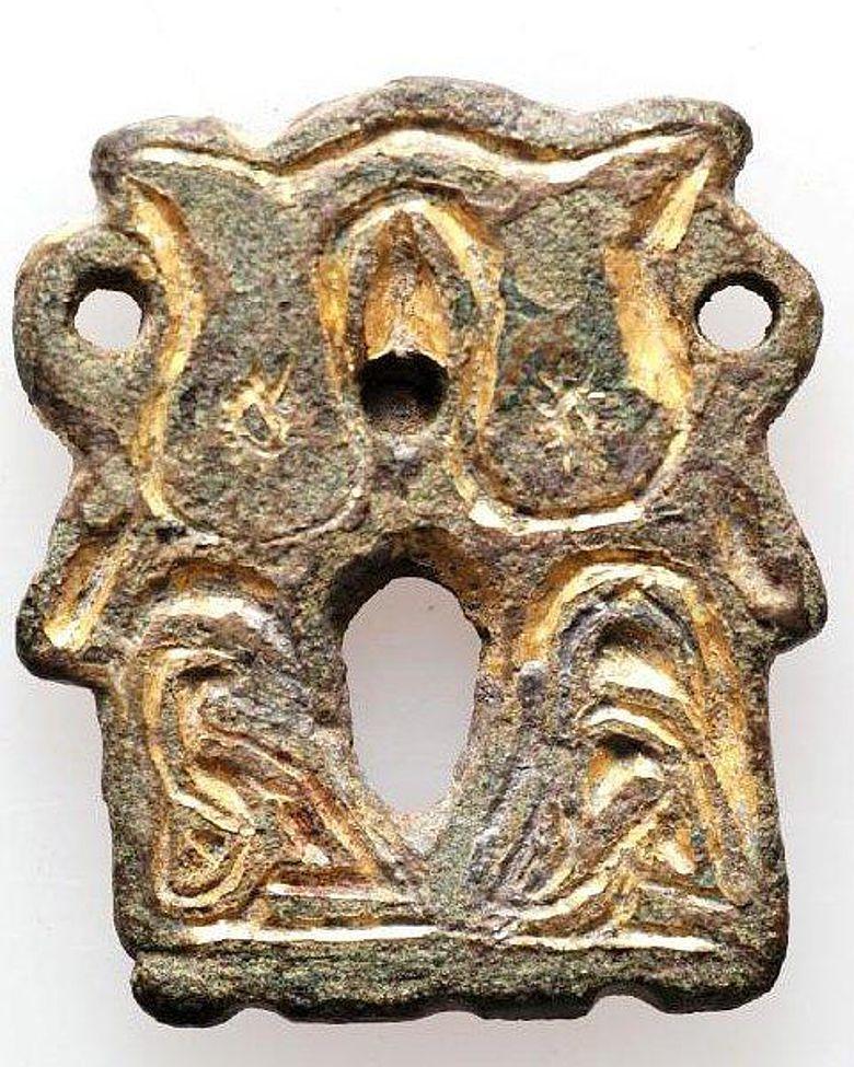 Karolingerzeitlicher Schwertgurtbeschlag (Foto: TLDA)