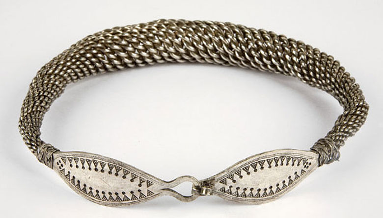 Prunkvoller Halsring, aus Silberdrähten gefertigt. (Foto: LWL/Soful)