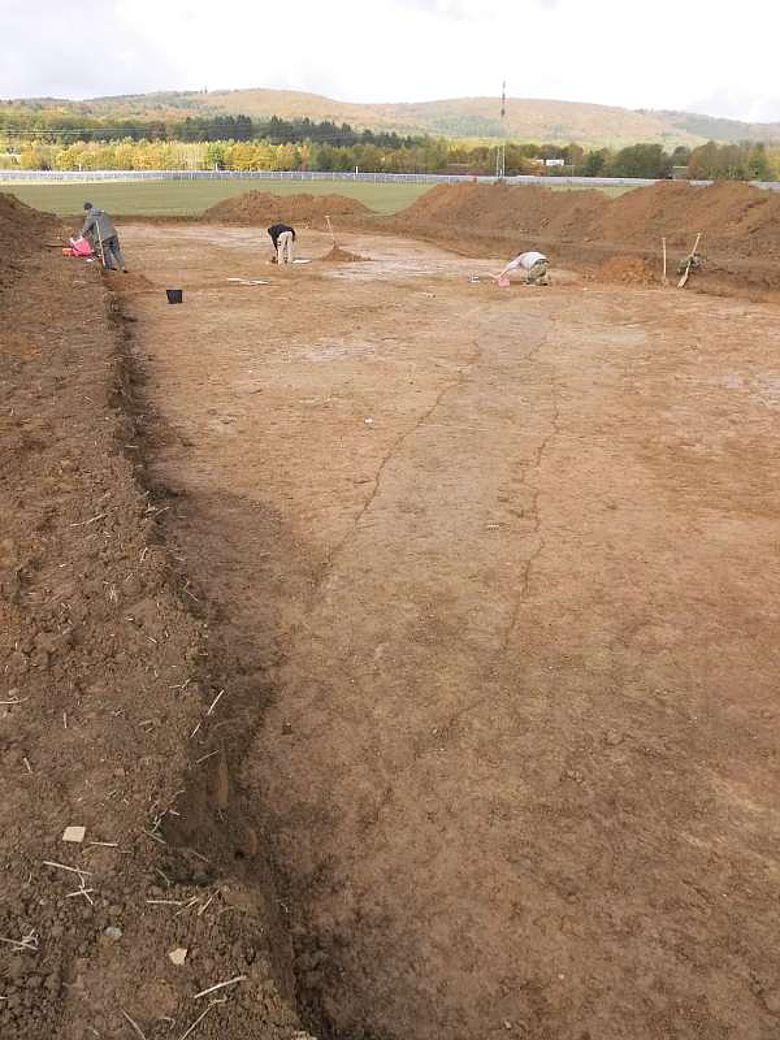 Abschnitt der Ausgrabung, der von einem neuzeitlichen Graben durchzogen wird