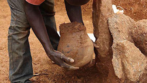 In solchen 3.500 Jahre alten Tongefäßen der Nok-Kultur konnten Spuren von Bienenwachs nachgewiesen werden