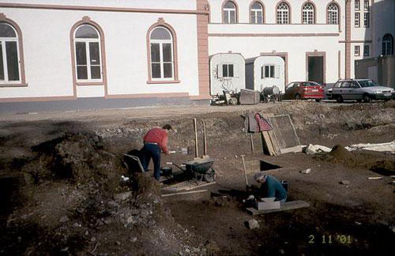 Die Ausgrabungsstelle 2001 (Foto: Denkmalamt/Archäologisches Museum)