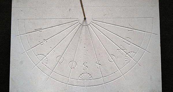 Die Rekonstruktion der frühmittelalterlichen Sonnenuhr (Foto: Clemens-Sels-Museum)