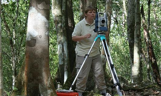 Die Bonner Archäologin Dr. Iken Paap bei der Arbeit. (Foto: Uni Bonn)