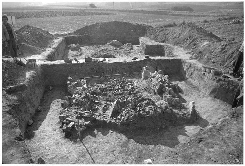 Ausgrabung Galeriegrab Niedertiefenbach 1961