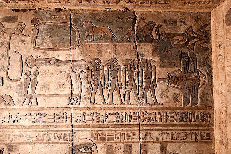 Ägyptische Sternbilder an der Decke des Tempels von Esna