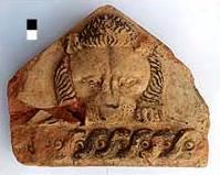 Stirnziegel des Tempeldaches mit Darstellung eines Löwen. (Foto: Inst. Arch. Wiss. RUB)