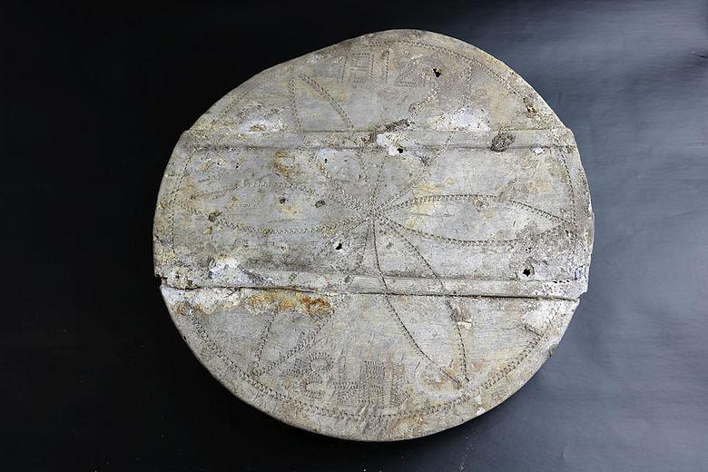 Deckel einer Proviantdose mit Jahreszahl