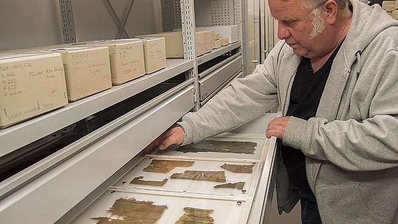 Textilien sind sehr selten unter archäologischen Funden und zudem ganz besonders empfindlich