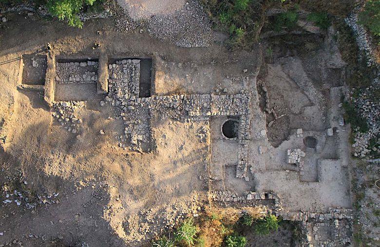 Archäologen der israelischen Altertumsbehörde haben in Tel Motza Hinweise auf einen eisenzeitlichen Tempel gefunden