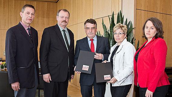 Übergabe der DGUF-Petition im Landtag NRW