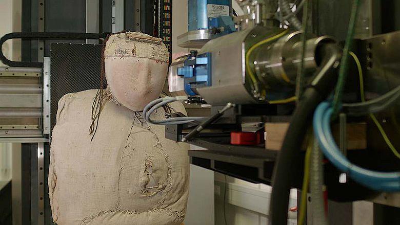 Die vermutlich aus Peru stammende Mumie wurde am Fraunhofer-Entwicklungszentrum Röntgentechnik in Fürth tomographiert