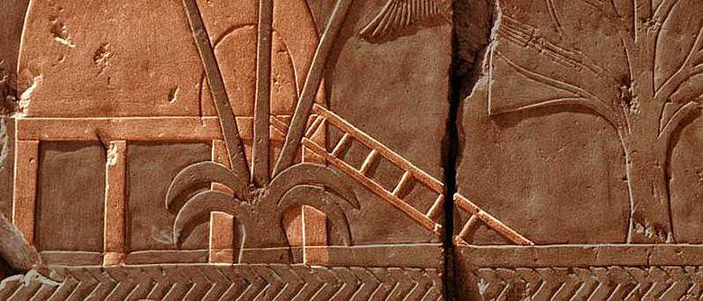 Darstellung eines Hauses in Punt auf einem Relief in der Punthalle des Totentempels der Hatschepsut (Foto von Hans Bernhard (Schnobby), CC-BY-SA, Hervorhebung A. Brunn)