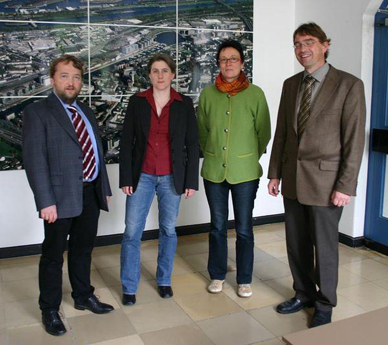Die drei neuen Mitarbeiter (von linkS): Dr. Kai Thomas Platz, Meike Hachmeyer MA, Dr. Brigitta Kunz und der Stadtarchäologe Dr. Volker Herrmann