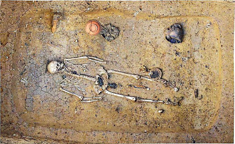 Funde Deiningen, Frauengrab aus dem 6. Jahrhundert mit Schale