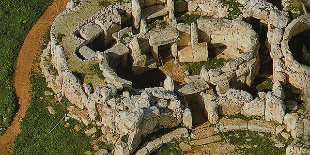 Weitere Untersuchungen zur neolithischen Sternkarte von Tal-Qadi auf Malta