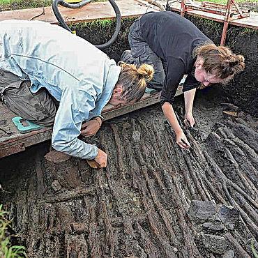 Freilegung der Fußböden aus der Jungsteinzeit