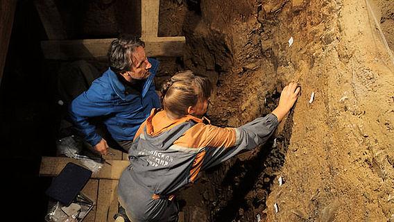 Probennahme in der Denisova-Höhle