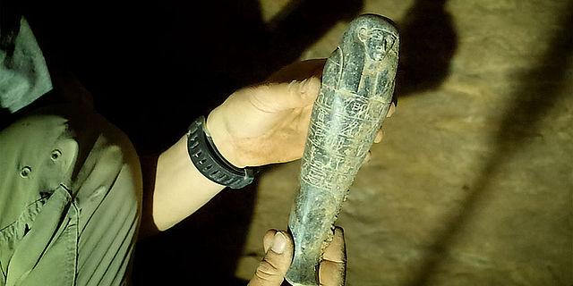 Altägyptische Grabbeigabe wird geborgen