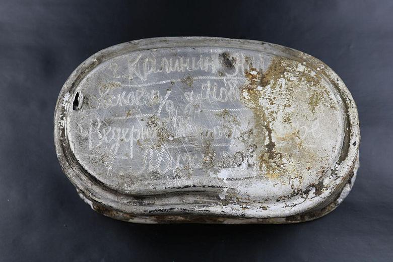 Essensschüssel mit kyrillischer Inschrift