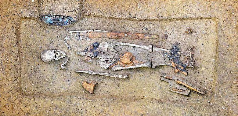 Funde Deiningen, Männergrab aus dem 6. Jahrhundert mit Kamm