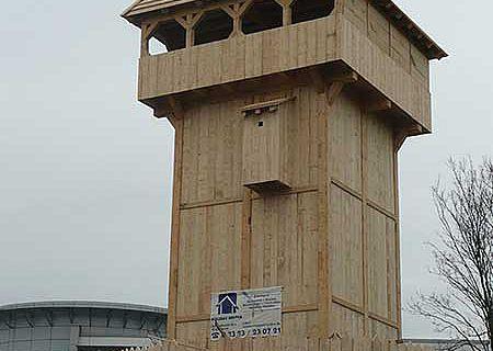 Die hölzerne Turmhügelburg vor dem LWL-Museum für Archäologie in Herne aoll abgebaut und nach Neuenrade gebracht werden (Foto: LWL)