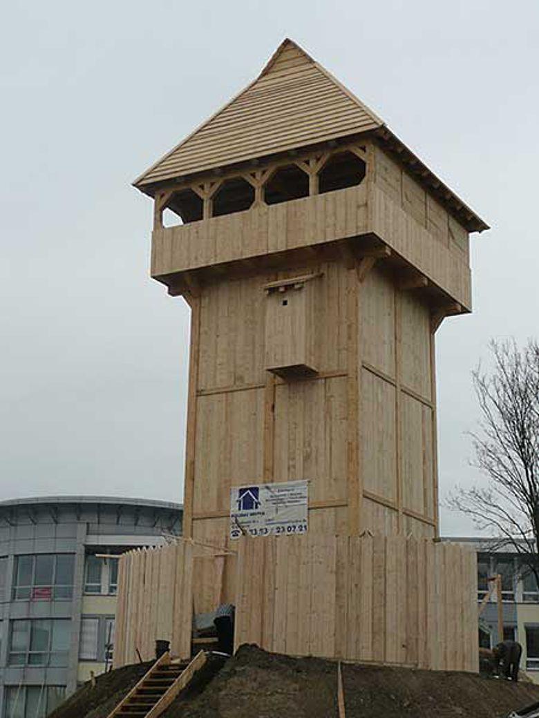 Die rekonstruierte Motte auf dem Gelände des LWL-Museums für Archäologie in Herne (Foto: LWL)