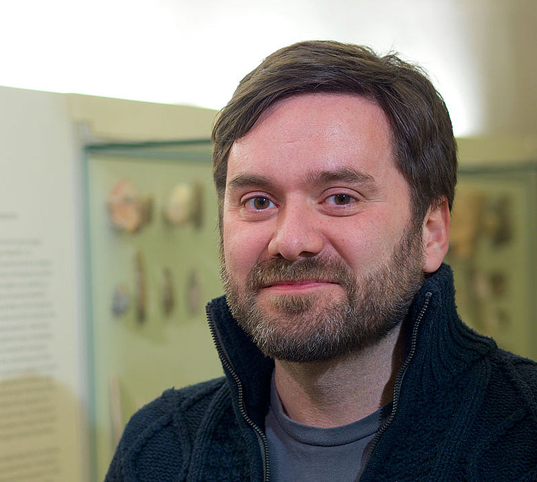 Dr. Claudio Tennie