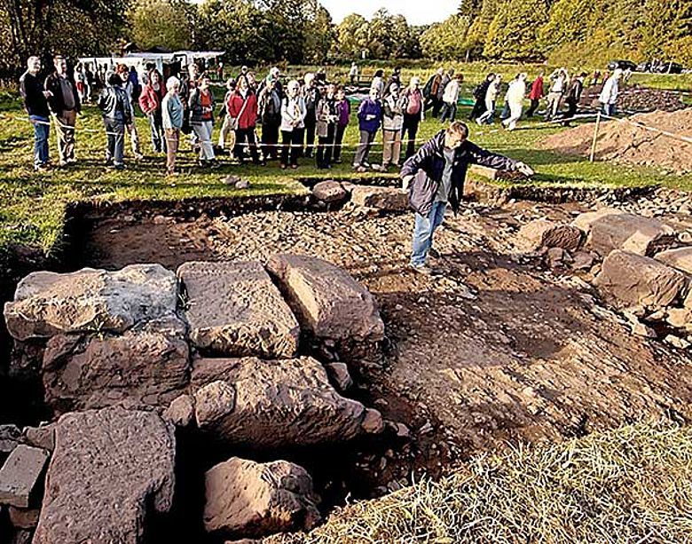 Viele interessierte Gäste kamen zur diesjährigen Archäologietour Nordeifel. (Foto: M. Thuns / LVR-Amt für Bodendenkmalpflege im Rheinland)