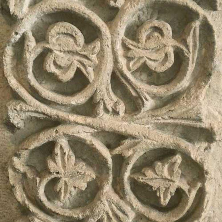 Architekturdekor vom Omajadenschloss in Khirbat al-Minya.