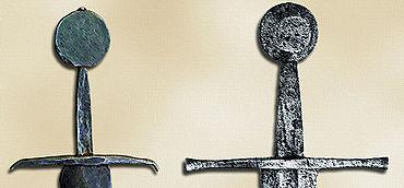 Abb. 15| Vollmond- (Scheiben-)knauf an einem einfachen Schwert im Stil des 15. Jahrhunderts (links) und Schwert um 1300 mit abgesetztem Vollmond- (Scheiben-)knauf (rechts). Umzeichnung.