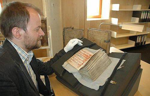 Dr. Michael Khorkov mit dem Horologium Sapientiae, der lateinische Fassung des Büchleins der ewigen Weisheit