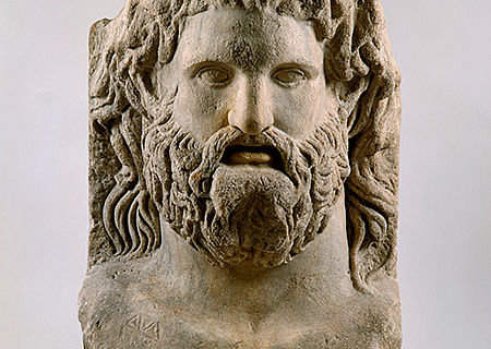 Kolossaler Götterkopf