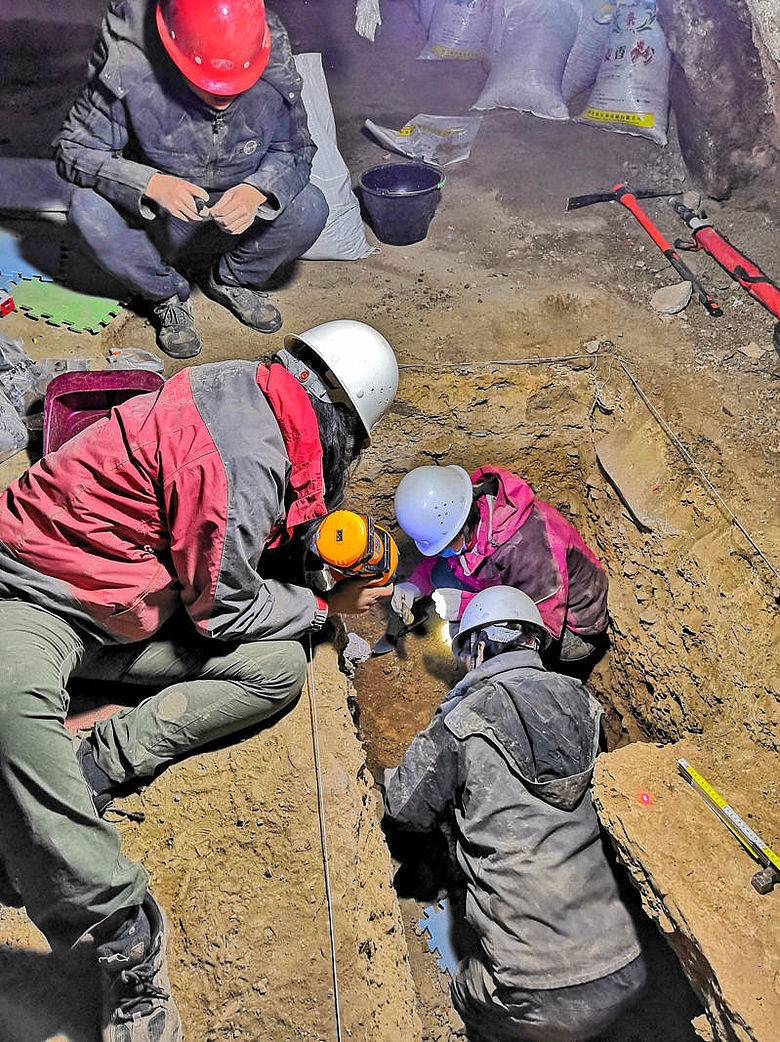 Ausgrabung in der Baishiya-Höhle