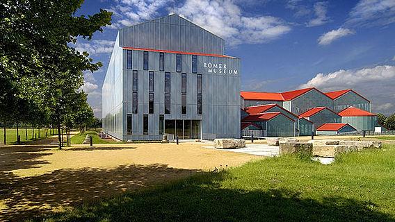 Das LVR-RömerMuseum im Archäologischen Park Xanten (Foto: Axel Thünker DGPh).