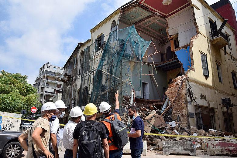 Bei der Explosion beschädigtes historisches Gebäude in Beirut