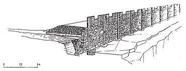 Als Vergleich die Rekonstruktion der Befestigung auf dem Staffelberg bei Staffelstein- Romansthal, Ldkr. Lichtenfels. (Internet, GNU Free Documentation License)