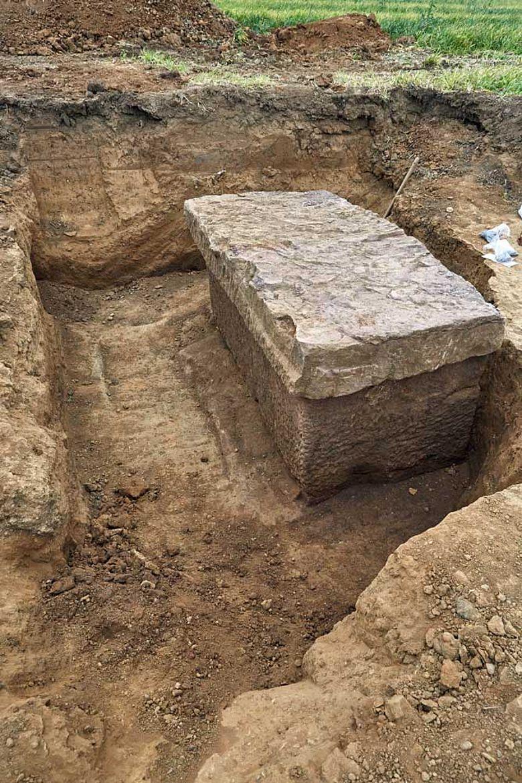 Freigelegter Sarkophag