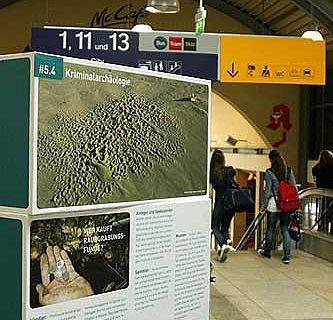 Ausstellung am Mainzer Hauptbahnhof (Foto: RGZM / Nitzsche)